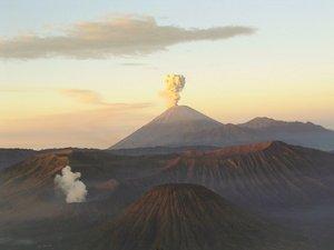 Mahameru-volcano.jpg