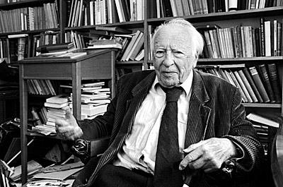 Prof. Hans-Georg Gadamer in seinem Heidelberger Arbeitszimmer Bild: Philipp Rothe, 01.11.1999